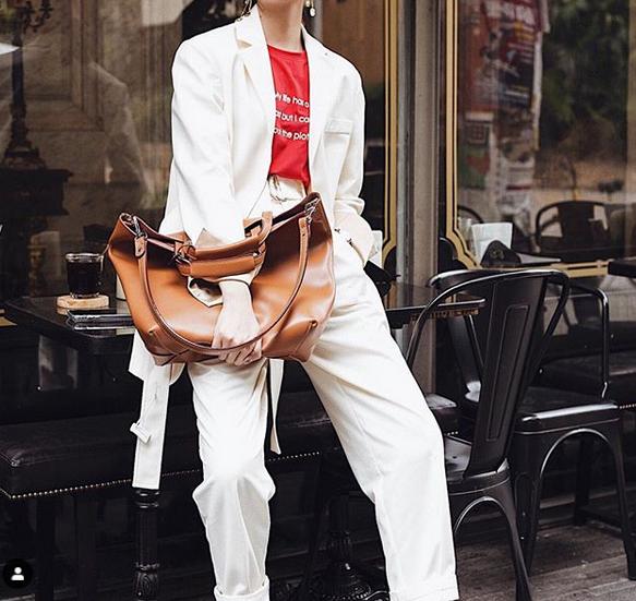 Quel look pour un sac à main cuir adapté